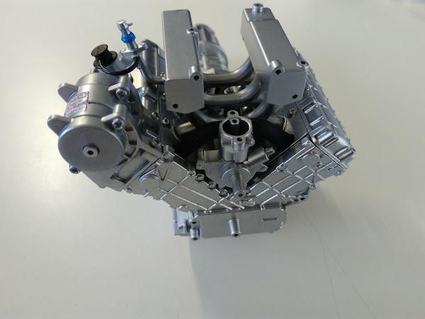 021-22号 エンジンパーツに色を付けてみる デロリアンを作る